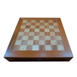 Estojo em marchetaria com jogo de xadrez e dama