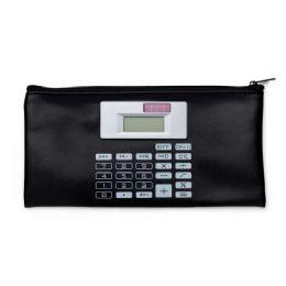 Carteira couro sintético com calculadora solar de 8 dígitos. Carteira preta com detalhes prata na calculadora e botões impressos na capa em branco, po...