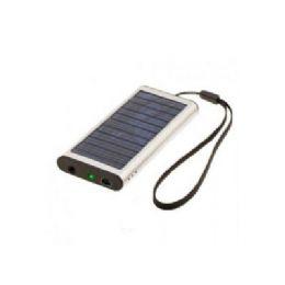 Carregador solar com cabo USB. Carrega diversos equipamentos eletrônicos.