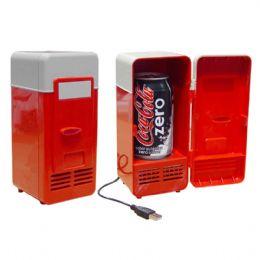 Mini geladeira USB. Capacidade para 1 lata. Luz interna e porta com trava.