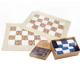 Kit 2 patchwork Contém:  • Jogo Americano de Patchwork com 2 Peças (49cm x 38cm)   Toda a renda gerada com as vendas dos Kits corporativos é destinada...