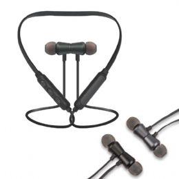 Fone com Tecnologia Bluetooth que permite a transmissão de músicas sem a necessidade de fios Controle com microfone embutido que permite atender chama...