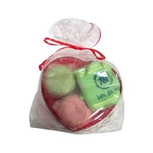 CZK brindes - Kit banho personalizado com sabonetes e toalha - Embalagem de coração.