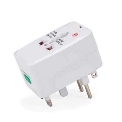 Skill Brindes Promocionais - Adaptador universal branco em plástico resistente.Possui plug EUROPE: para uso basta puxar a tomada cental, para guardar empurrar para dentro. Plug UK...