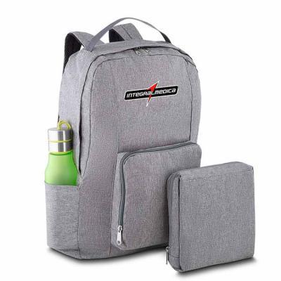 Skill Brindes Promocionais - Mochila dobrável confeccionada em Poliéster. Compacta e com abertura prática, possui compartimento principal, bolsos laterais e bolso frontal - compar...