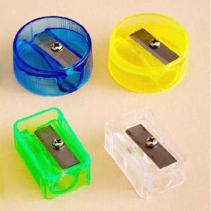 Madson Brindes - Apontadores de lápis injetados em PVC Cristal em diversas cores.