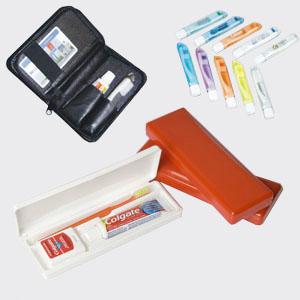 Madson Brindes - Kit de higiene bucal com estojo em PVC em diversas cores, em couro sintético, fio dental opcional. Adquira já o seu e garanta sua higiene bocal!