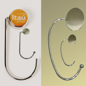 Madson Brindes - Porta bolsa em metal cromado personalizável.