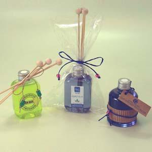 Brindes da Terra - Kit de aromatizante em pote de PVC 250 ml com tampa rosqueável, com essências naturais e rótulo personalizado com adesivo vinílico, incluso difusor de...