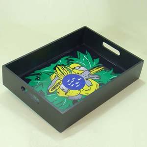 Brindes da Terra - Bandeja de madeira com acabamento especial em pintura e verniz com estampas exclusivas e personalizadas.