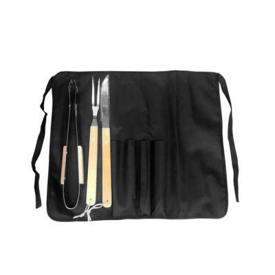 Elo Brindes - Compacto, o kit é composto por avental de cintura, espátula, faca e garfo. As peças são acomodadas em um estojo de tecido que pode ser facilmente tran...