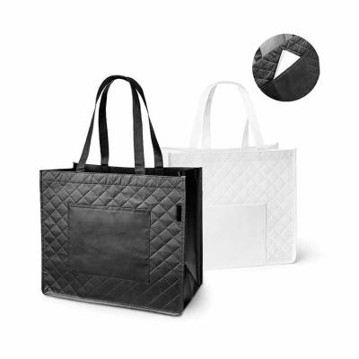 Elo Brindes - Com design prático e funcional, a sacola laminada personalizada é uma ótima pedida para seu evento ou ação de promocional. Confeccionada em non-woven...