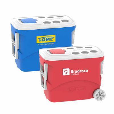 Promoline Brindes Personalizados - Caixa Isotérmica com Capacidade de 50 Litros com Alça e 2 Rodas para facilitar o transporte, com paredes duplas em polietileno de alta densidade (PEAD...