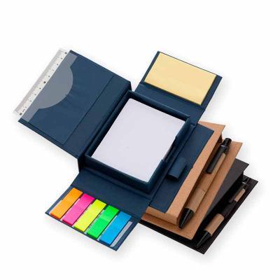 Queen's Brindes - Bloco de anotações ecológico com caneta e autoadesivo. Bloco em material kraft, possui cinco blocos autoadesivos coloridos com aproximadamente 20 folh...