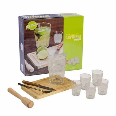 Queen's Brindes - Kit caipirinha com tábua de madeira (pequena), um copo normal, cinco copos pequenos, amassador, colher e uma faca. Gravação em 1 cor na tábua (serigra...