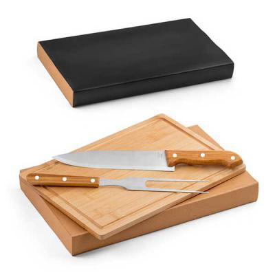 Queen's Brindes - Kit churrasco. Aço inox e bambu. Tábua e 2 peças em caixa kraft. Food grade. Caixa: 360 x 210 x 40 mm | Tábua: 300 x 200 x 12 mm
