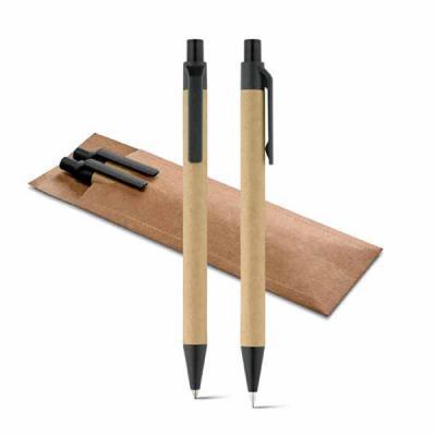 GH Brindes - Conjunto de esferográfica e lapiseira. Papel kraft. Com clipe e ponteira de plástico. Lapiseira: grafite 0.5. Com bolsa em cartão.  Dimensões: ø10 x 1...