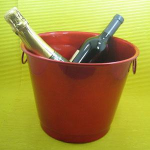 Armazém Brasileiro - Balde personalizado para gelar bebida confeccionado em alumínio com pintura especial em diversas cores Medidas : 26 x 18 x 20 cm. Sua marca em destaqu...