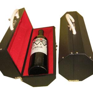 Armazém Brasileiro - Estojo personalizado, confeccionado em madeira octagonal com forro de veludo vermelho com uma garrafa de vinho tinto argentino Malbec de 750 ml. Surpr...