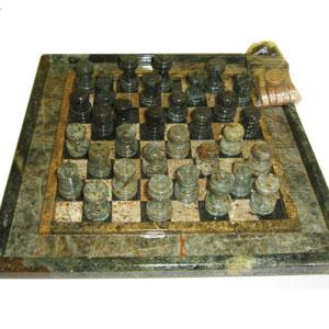 Armazém Brasileiro - Jogo personalizado de xadrez e dama com peças e tabuleiro em pedra sabão envernizada. Medidas: 23 x 23 cm. Um jogo clássico com sofisticação para entr...