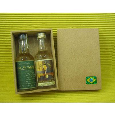 Armazém Brasileiro - Kit Cachaça. Com 02 miniaturas 50ml de cachaça artesanal, caixa de MDF natural