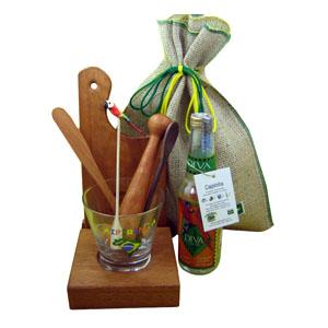 Armazém Brasileiro - Kit luxo personalizado de caipirinha composto por cachaça diva 300 ml para exportação, uma base para tábua e copo, uma tábua de corte e um socador de...