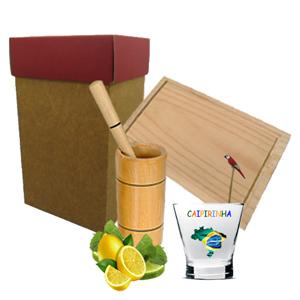 Armazém Brasileiro - Kit para caipirinha personalizado, composto por 01 tábua de pinus do tamanho de 22 x 14 cm, copo grande em madeira especial, 01 socador e 01 mexedor e...