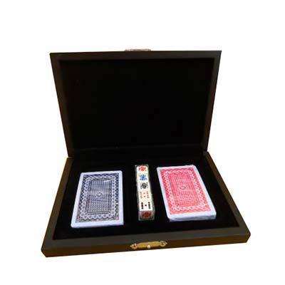 Armazém Brasileiro - Kit Poker estojo de madeira com pintura em preto acetinado e forro em veludo, 02 baralhos  01 jogo 5 dados poker