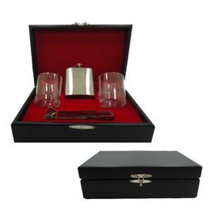Armazém Brasileiro - Kit personalizado de whisky composto por dois copos para drink, um pegador de gelo em inox e uma garrafa de bolso em inox em estojo de MDF com pintura...