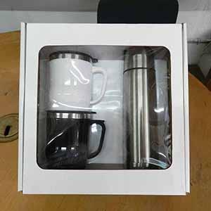 Mugmania - Kit com canecas e garrafa térmica.