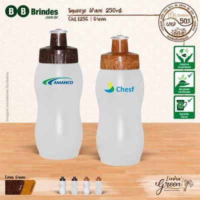 BB Grupo - Squeeze Wave 250 ml Green Coco: Squeeze em PE resistente e flexível, 250 mL. Bico em PVC Cristal que permite a vedação impecável. Tampa sustentável, f...