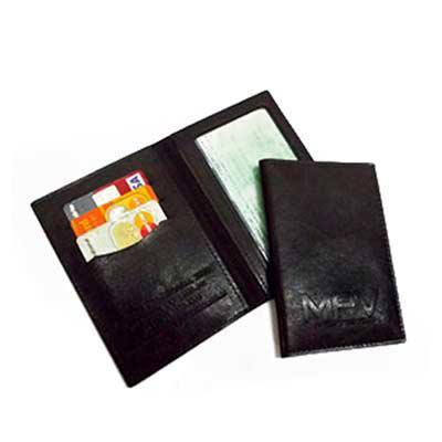 DiPort - Porta-documentos confeccionado em couro sintético, varias cores, com porta-cartões e visor transparente, acabamento em costura, personalização em baix...