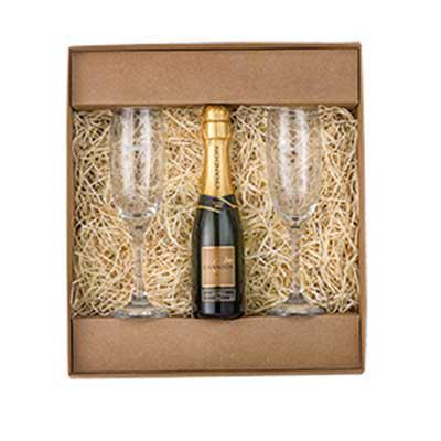 Vecelka Brindes - Kit Gourmet com Taças e Mini Chandon KIT-GO5. Kit Gourmet com 2 taças de champagne e 1 mini Chandon 187ml. Embalagem em kraft personalizada. Personali...