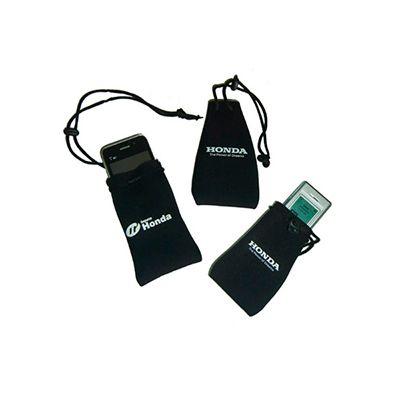 AGP Brindes - Porta celular personalizado, confeccionado em neoprene em diversos modelos e cores, com cordão de nylon para fechamento
