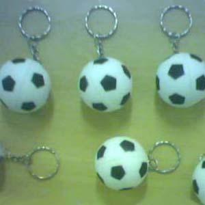 Estilo Brindes - Chaveiro bolinha de futebol personalizado. Diâmetro de 4 cm. Material importado, fabricado em espuma. Gravação em tampografia 1 cor.