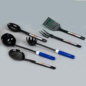 Estilo Brindes - Talheres personalizados plásticos para cozinha - colher, garfo, espátula, pegador de macarrão, concha, escumadeira. Cor do produto: preto. Gravação si...