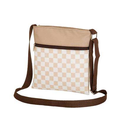 Ledmark Produtos Promocionais - Bolsa feminina (shoulder bag) personalizada com a sua arte em silk, bordado ou hot stamping, com regulador e 01 bolso, confeccionada em poliéster 600...