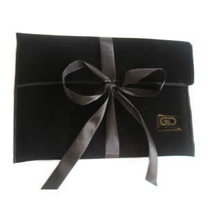 Embalabrindes - Embalagem personalizada em veludo - Modelo envelope. Presenteie com bom gosto e sofisticação.  Tamanho: Personalização de acordo com a necessidade do...