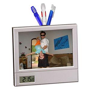 Reina Brindes Promocionais - Porta retrato, porta caneta e relógio digital.
