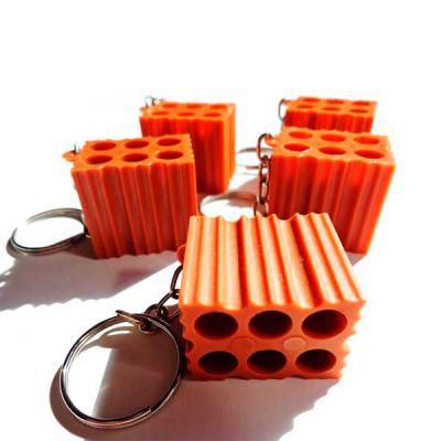 capital-brindes - Chaveiro plástico formato tijolo, possui um lado liso ideal para personalização e o restante inteiro em relevo.  Medidas aproximadas para gravação (Cx...
