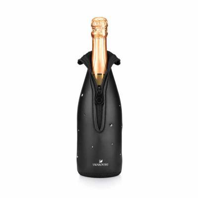 Capital Brindes - Cooler para garrafa. Neoprene. Fecha com zíper. Com cristais Swarovski. ø90 x 310 mm