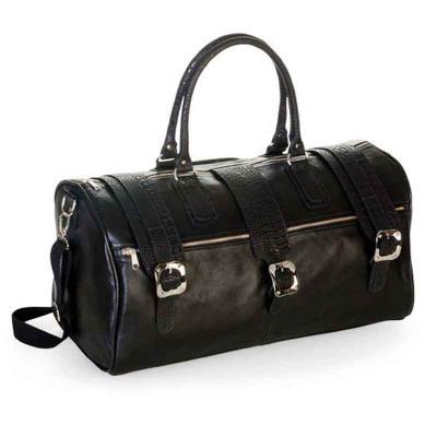 P2K Brindes - Mala de viagem em couro, contem bolso externo e fechamento com lingueta com fivela e zíper. Tam.: 54x26x25