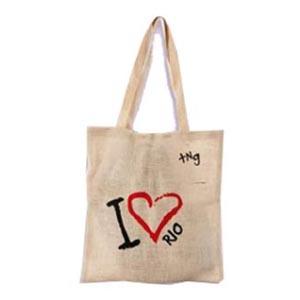 Master Bolsas - Eco bag em juta colorida, com alça em fita de algodão e impressão personalizada. Garanta já um brinde ecológico e colabore com a preservação do meio a...