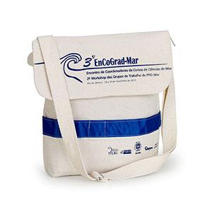 Multipacks Brasil - Pasta com aba em lona reciclada e alça com regulador.
