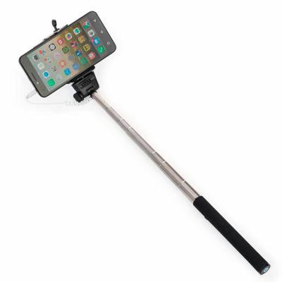 Santa Paula Brindes - 13132 - Bastão de Selfie em alumínio com detalhe emborrachado preto. Para utilizar basta conectar o cabo P2 no aparelho celular/tablet e apertar o bot...