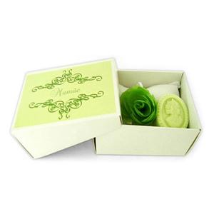 Beetrade Gift - Kit Dia das Mulheres com sachê em Piquet branco, sabonete camafeu e laço de cetim.