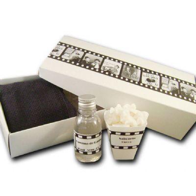 Beetrade Gift - Kit dia dos Pais - Caixa com espuma de banho e toalha com aroma de pipoca.