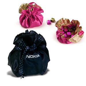 Beetrade Gift - Bag Bijoux em cetim com 4 bombons e personalização bordada.