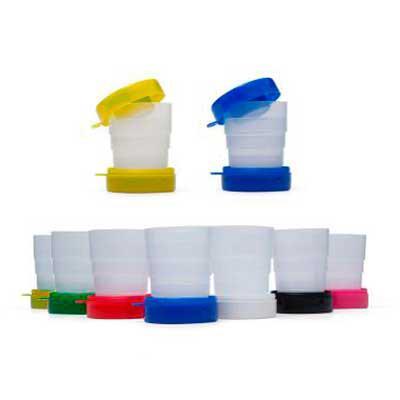 """Allury Brindes - Copo retrátil Personalizável 200ml de plástico com tampa porta comprimido e base colorida. Basta puxar para cima para """"armar"""" o copo, possui ?suporte?..."""