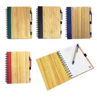 Allury Brindes - Bloco de anotações ecológico feito com bambu detalhes coloridos (super resistente). Folhas brancas pautadas com símbolo da reciclagem. Disponível nas...